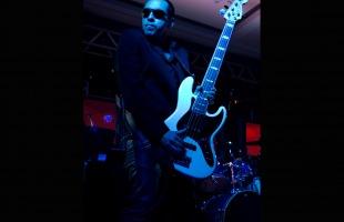O baixista Keko Calazans