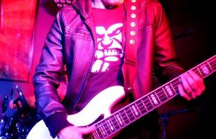 Baixista Keko Calazans no Prainha Lounge